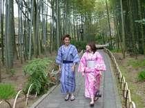 浴衣で竹林の小径を散策するのもおススメです♪