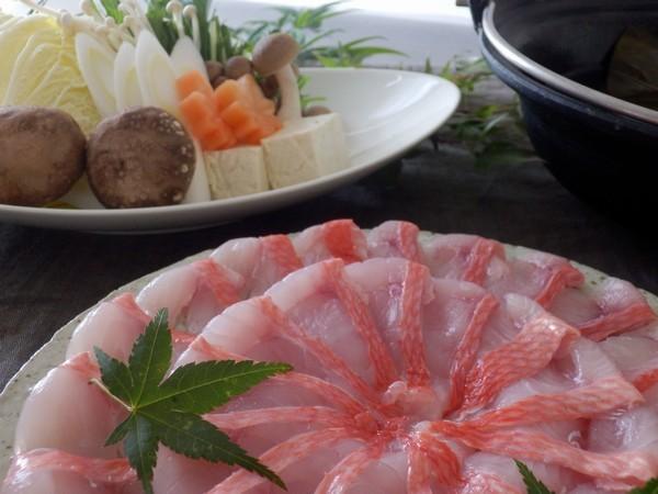 【金目鯛のしゃぶしゃぶ】脂がのった金目鯛をさっと湯通しすることで鯛本来の味が引き立ちます♪