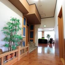 *廊下(別館)/館内には和の趣を演出する装飾もございます。