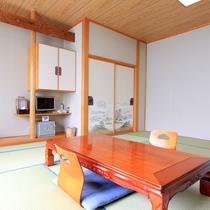 *客室一例(和室)/明るく広々としたお部屋でごゆっくりお寛ぎ下さい。