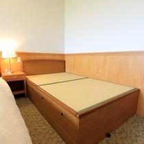 *客室一例(洋室)/ベッドは畳のフレームです。いぐさの香りが感じられる洋室です。