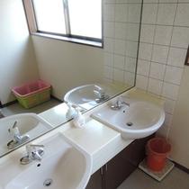 *館内一例:共同風呂の脱衣所