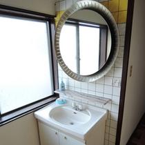 *館内一例:共同洗面台