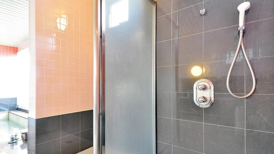 【女子大浴場】シャワー室