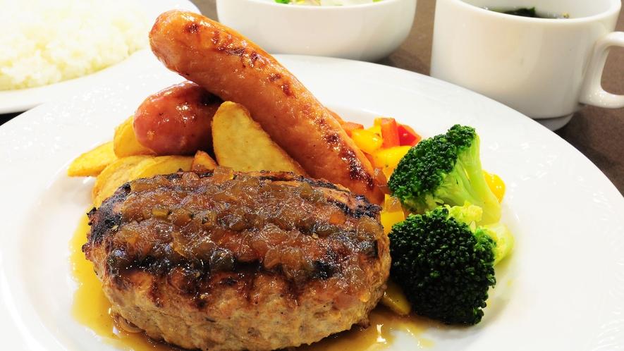 【夕食一例】宮古産牛&あぐー豚の合挽ハンバーグメイン