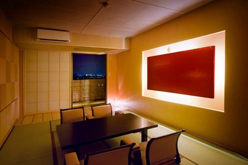 現代和風の特別室「梧桐-あおぎり」10畳和室