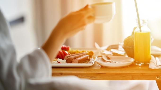 【選べるルームサービス夕食】特製伊万里牛カレーライスまたはパスタセット 〜夕食・朝食付き〜