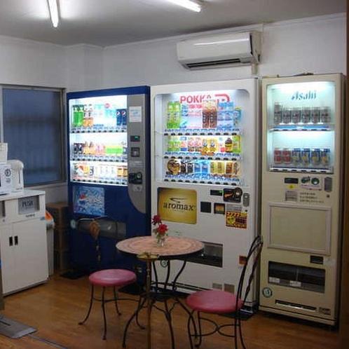 自販機コーナー_飲料・ビール・軽食スナック・カップ麺