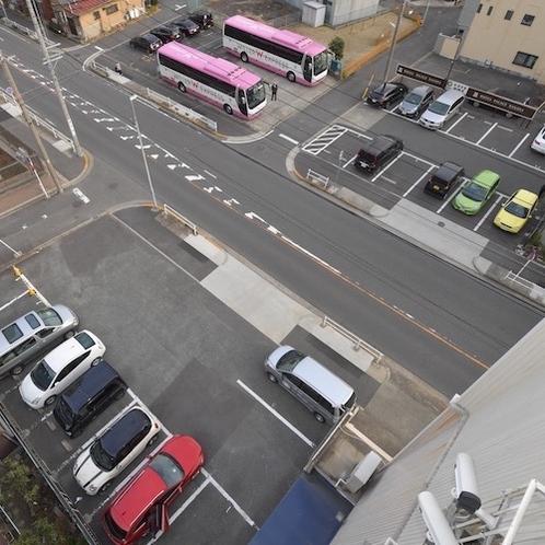 平面大駐車場40台完備_大型車・トラック・バスもお停めいただけます