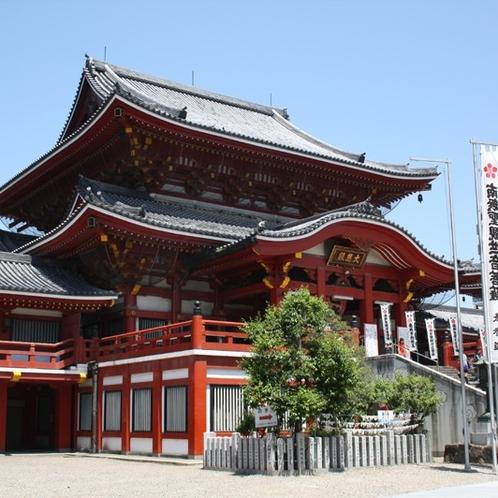 大須観音 地下鉄鶴舞線「大須観音」駅下車 2番出入り口を出てすぐ