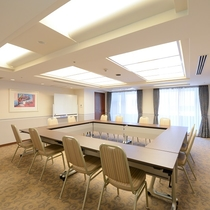 ファンクションルーム 【45平米 最大10テーブル×3名=30名様までOK】 会議や小パーティー