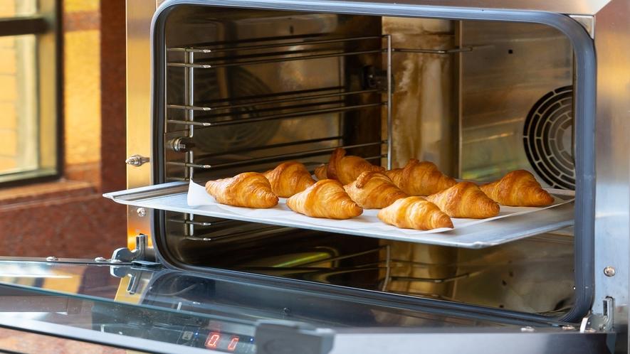 朝食バイキング・焼き立てパン(イメージ)