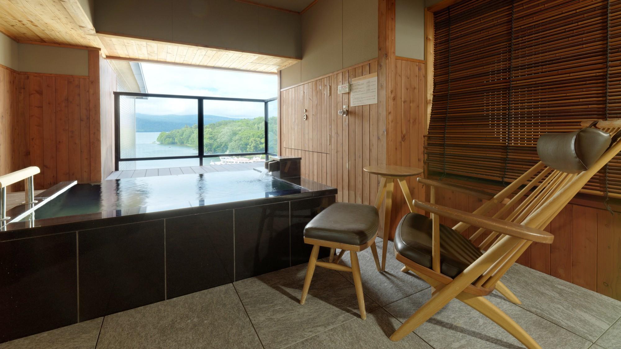 【露天風呂付】風の座スイート(客室一例)/湖側に面した露天風呂と、リラクゼーションルームがございます
