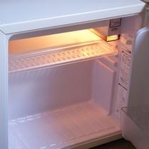 ■お部屋の冷蔵庫は、中身フリー♪お好きなドリンクなどをお持ち下さい。[コンビニまで徒歩2分]