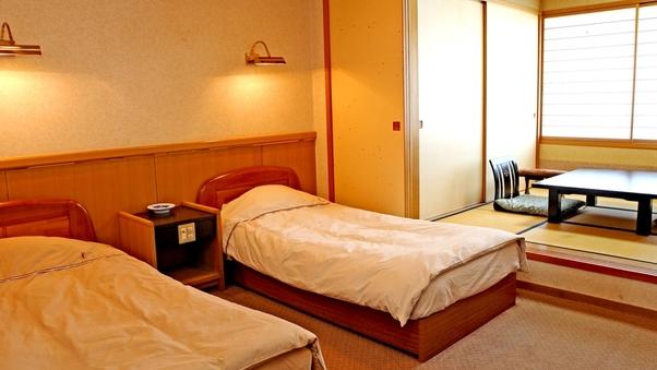 [禁煙]本館和洋室【ツインベッド+3畳】。
