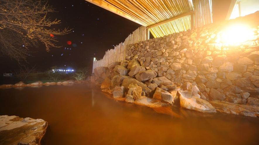 露天風呂『源泉石山の湯』(ライトアップ)
