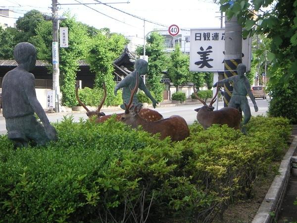玄関前の鹿たち