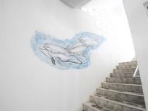 【館内】イルカの自作壁画です。海の雰囲気を館内のいたるところで感じることができます♪