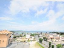【屋上】宮古島の街並みと海を一望することができます。夜には空いっぱいに広がる満天の星空で絶景です!