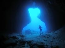 【ダイビング】下地島にある中の島ホールです。ダイビングでしか味わえない海の中の景色。