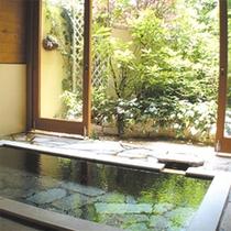 イングリッシュガーデン風の半露天風呂(2種類)
