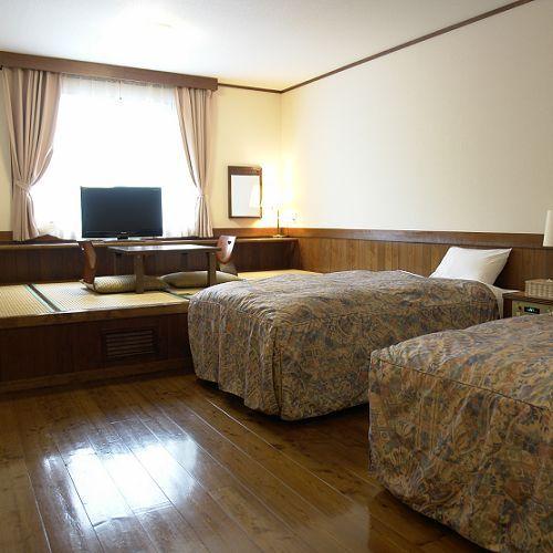 和洋室B(ツインベッド+畳間4畳)28平米(17畳)