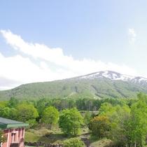 雄大な岩内岳-春-