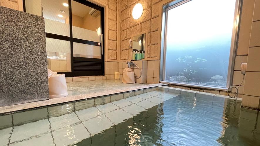 【女性大浴場①】明るく柔らかい色を基調とした大浴場です。