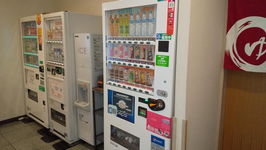【自販機コーナー】アルコール自動販売機も設置しております