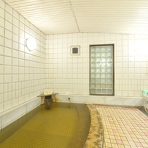 *【大浴場】旅の疲れを癒す掛け流しの天然温泉。