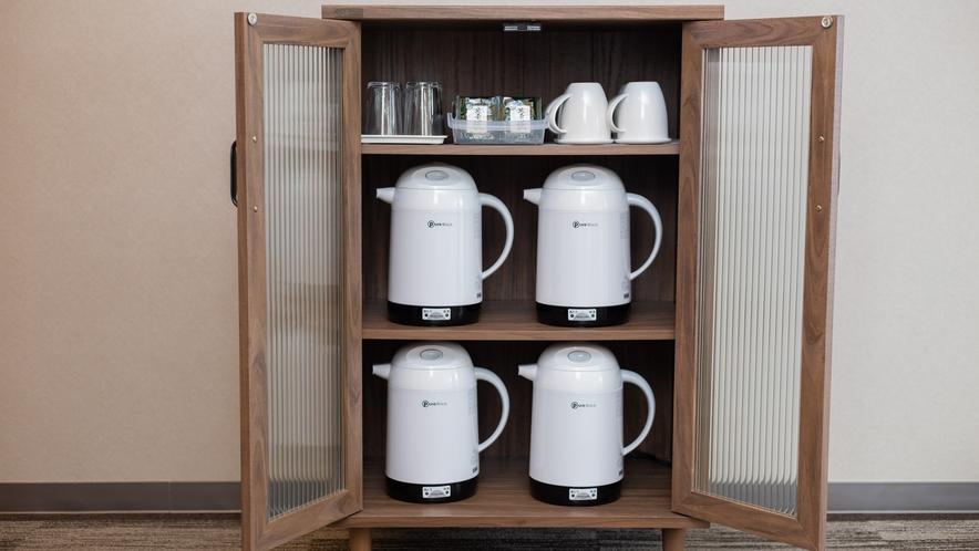 湯沸かしポットやマグカップ他、地元静岡の緑茶もご用意