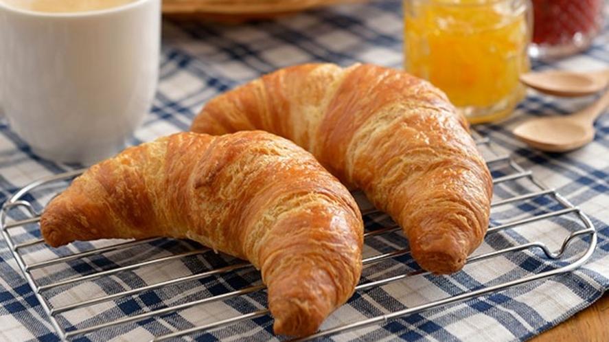 大好評!毎朝焼きたて、スイス仕立てのサクサククロワッサン【朝食イメージ】