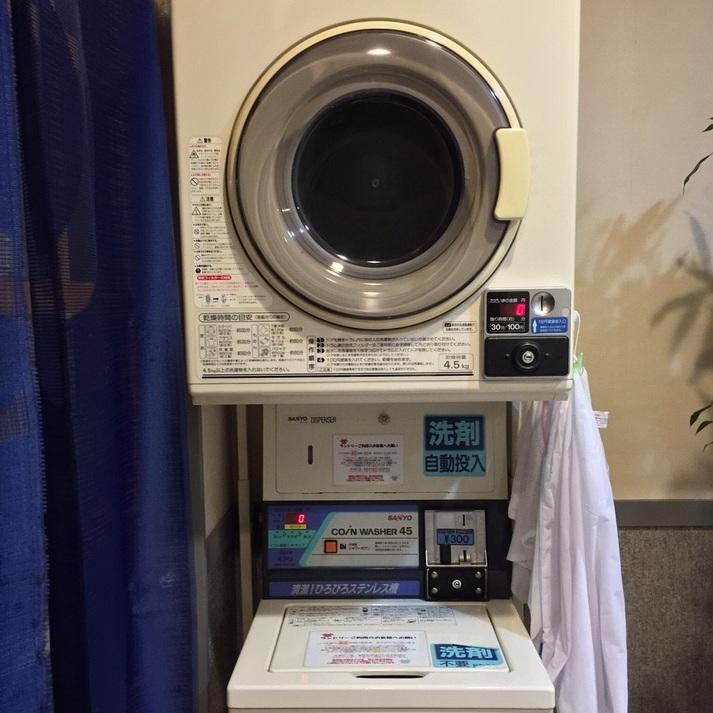 【ランドリー】24時間ご利用可能*●洗濯機約50分(300円) ●乾燥機 30分(100円)
