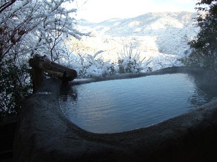 たまたまの雪景色になった時は、ほかほかの温泉で雪見風呂です