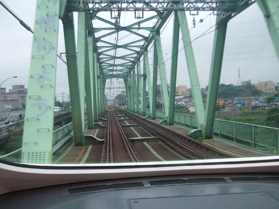 ロマンスカー『VSE』がこの鉄橋を過ぎると、まもなく小田原に到着。箱根はもうすぐです。