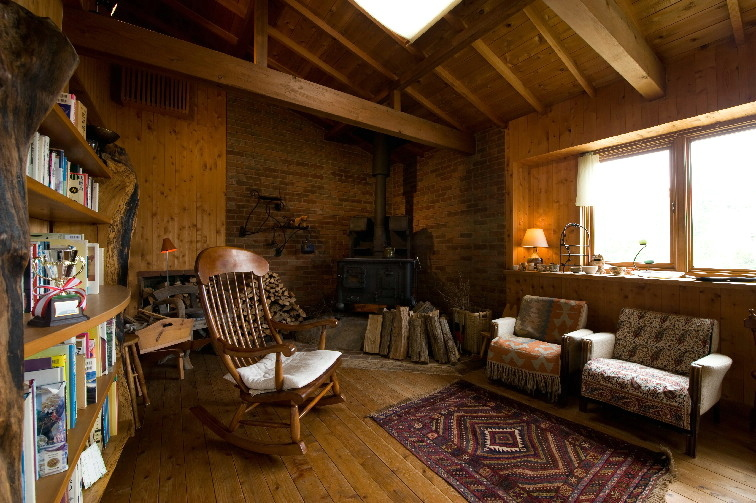 『薪ストーブルーム』(2)軽井沢の佐藤ストーブ店に作ってもらった薪ストーブがこの部屋の主役