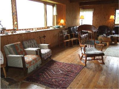 薪ストーブのある大きな部屋