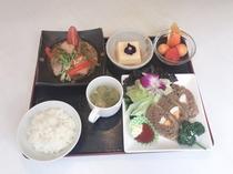 日替わり夕食(ご飯・味噌汁おかわり自由)