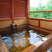*「蓬莱」のお部屋にある露天風呂