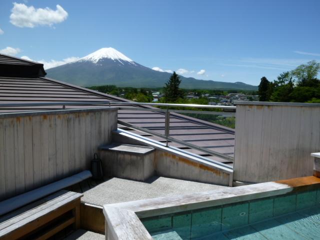 展望露天風呂「天の川」から見た富士山