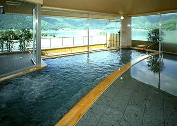 大浴場「水月」の内風呂でございます