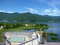 展望露天風呂「天の川」から見た緑溢れる河口湖の夏