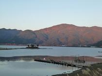 当館からご覧頂ける夕日に染まる紅葉風景