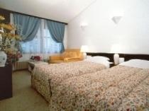 ソファー付きツインベッドルーム