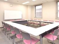 中会議室(18名)