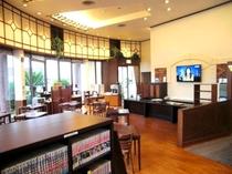 1階フリースペース♪(Wi-Fi・フリードリンク・マンガコーナー・大型TV・朝食会場)