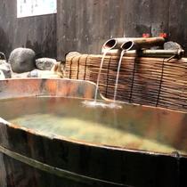 【長寿の湯】*トロトロで化粧水のような泉質の温泉。美肌の湯としても人気です