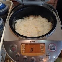 炊き立てのアツアツご飯