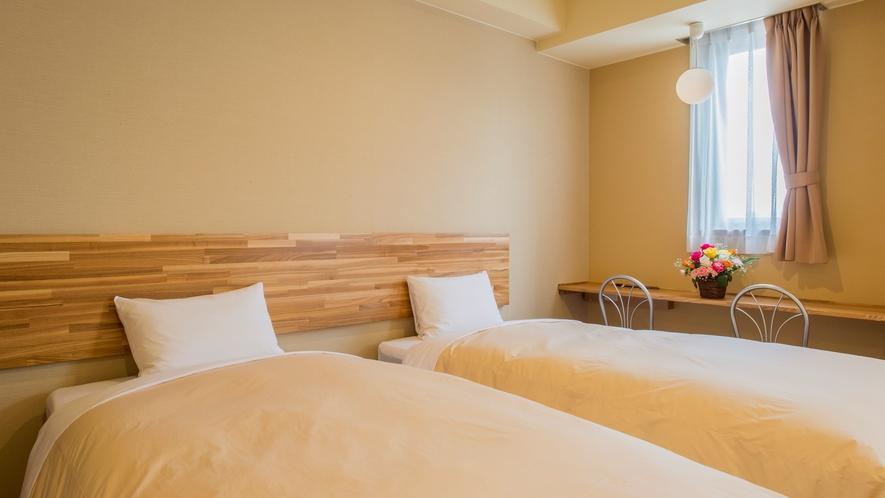 木のぬくもり溢れる温かみのある部屋【ツインルーム】