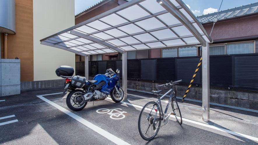 バイクも駐輪可能